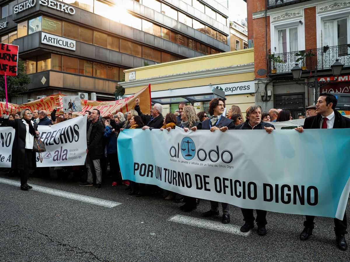 Foto: Protesta de la Asociación por un Turno de Oficio Digno (Altodo). (EFE)