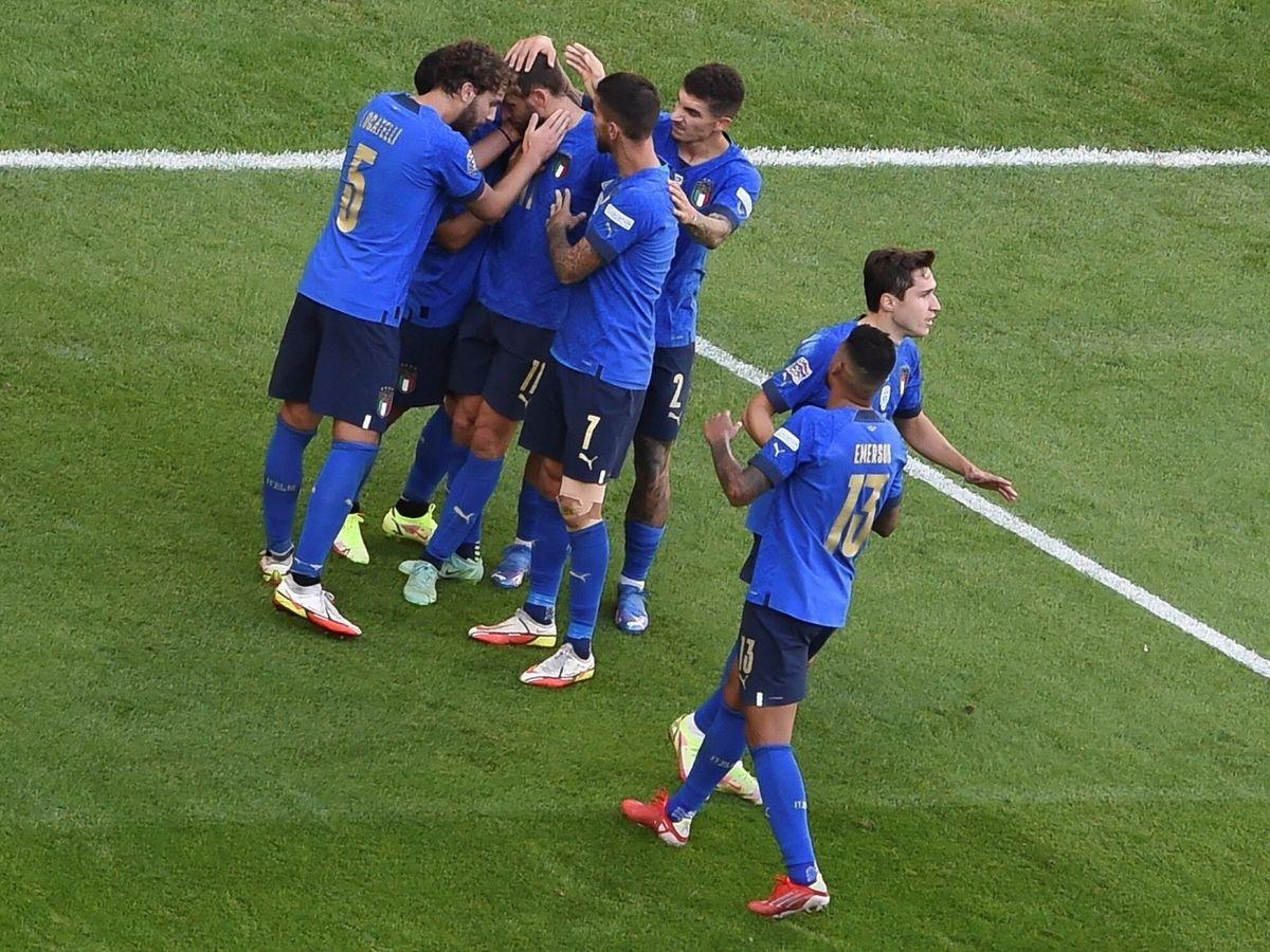 Foto: Los jugadores de Italia celebran el segundo gol ante Bélgica. (Reuters)