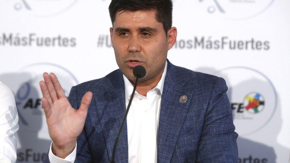 Foto: David Aganzo, presidente de la Asociación de Futbolistas Españoles (AFE), en una rueda de prensa. (EFE)