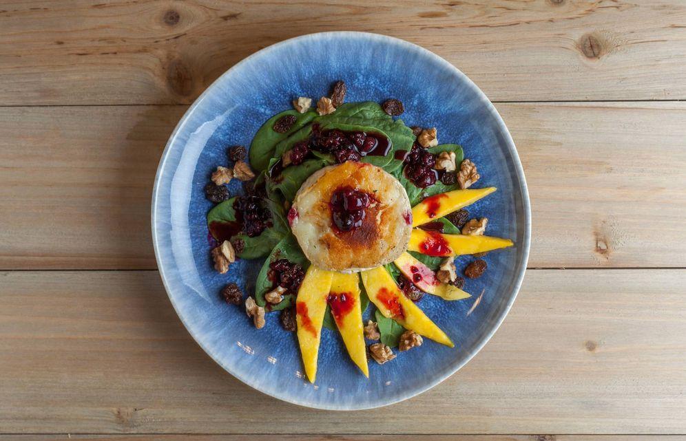 Foto: Ensalada de queso de cabra y mango.
