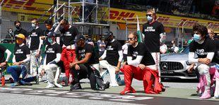 Post de Quién iba a creer que Kimi Raikkonen se arrodillaría porque se lo pidió Hamilton