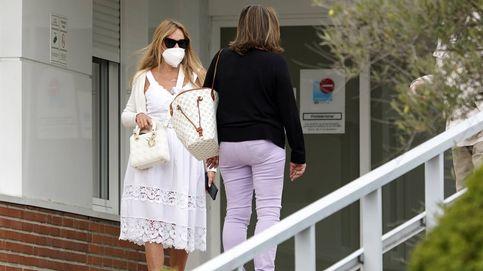La imagen de Ana Obregón y su hermana cuando fueron a recoger a su padre al hospital
