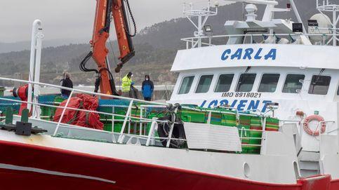 Pillados haciendo una barbacoa en un pesquero amarrado en el puerto de Huelva