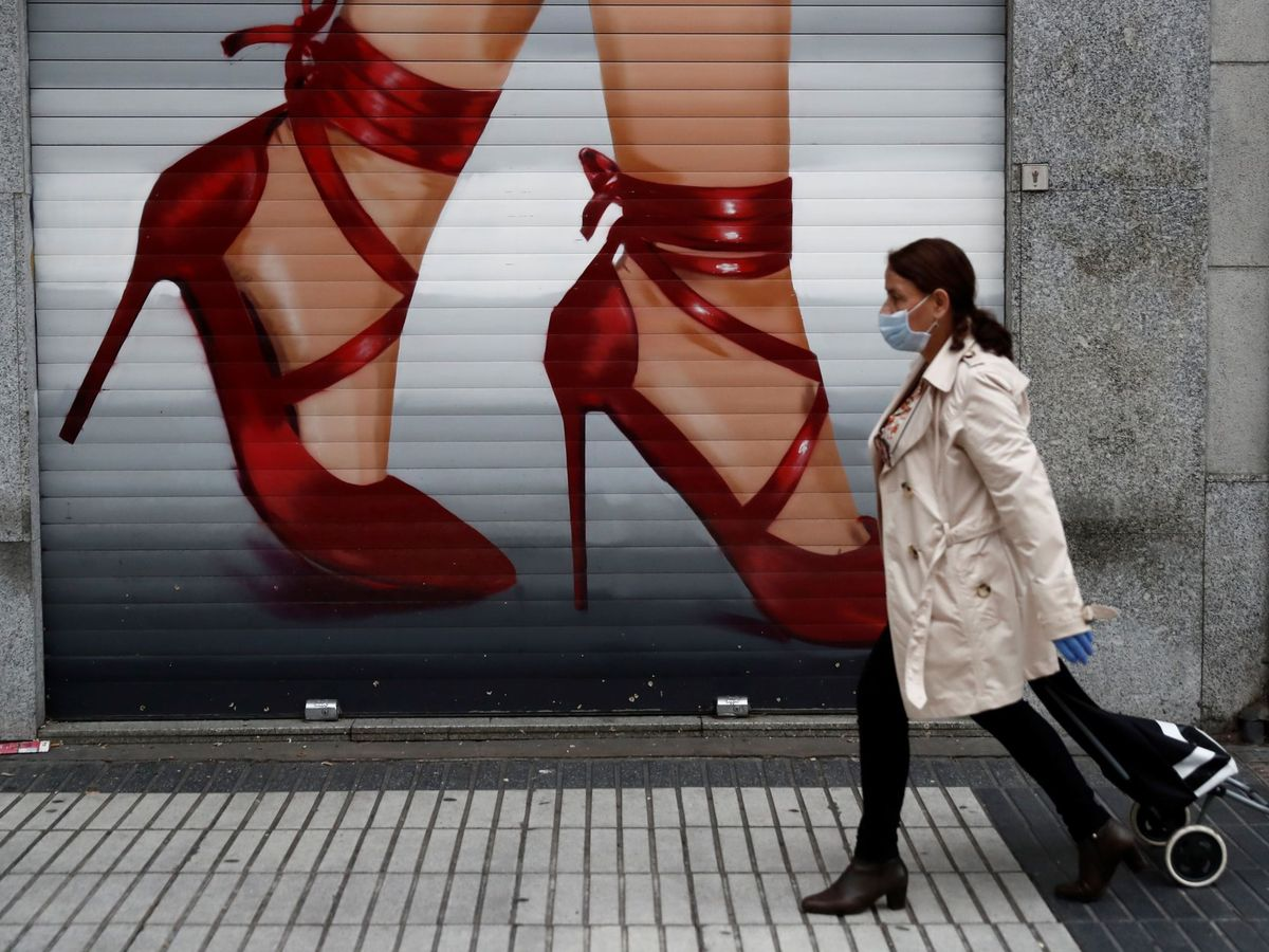 Foto: Un negocio cerrado en Madrid. (EFE)