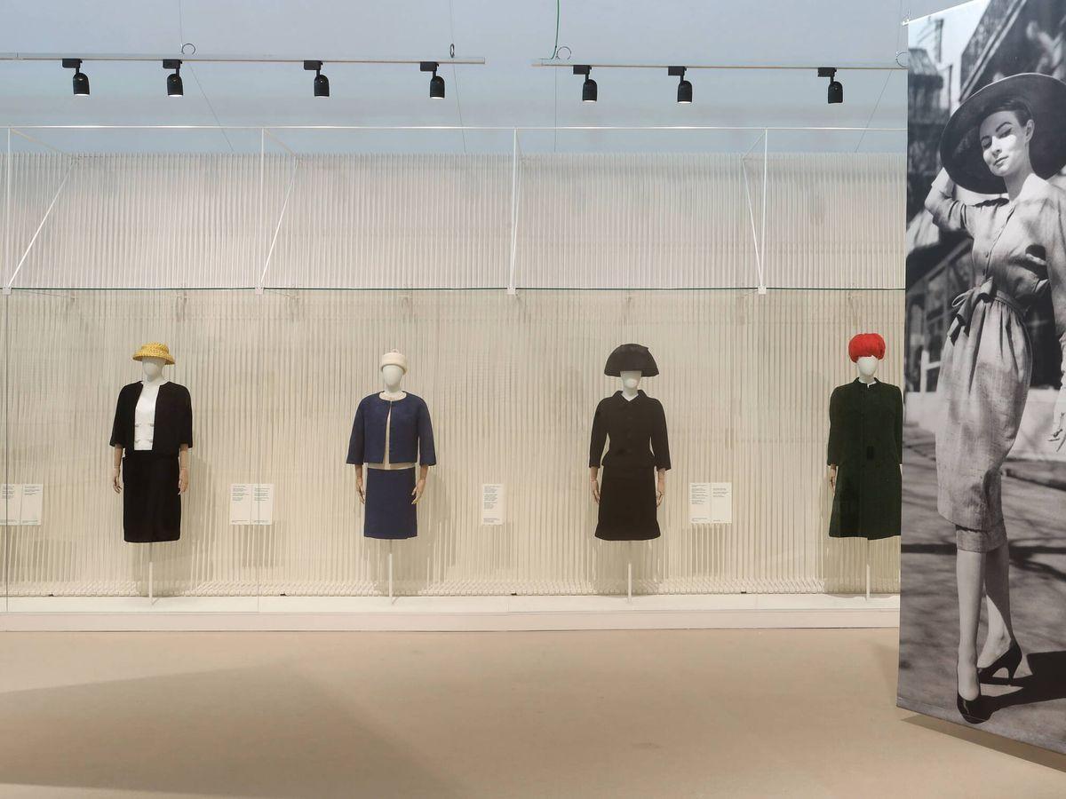 Foto: Exposición 'Balenciaga. La elegancia del sombrero'.