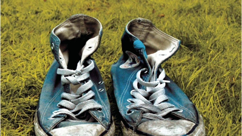 Por qué debes dejar el calzado siempre fuera de casa (y no es por el olor)