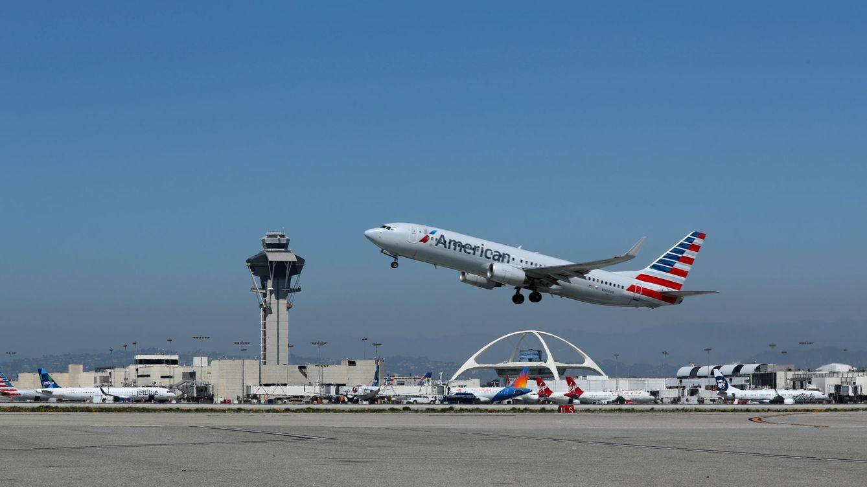 Un mecánico sabotea un avión para poder trabajar más horas extras