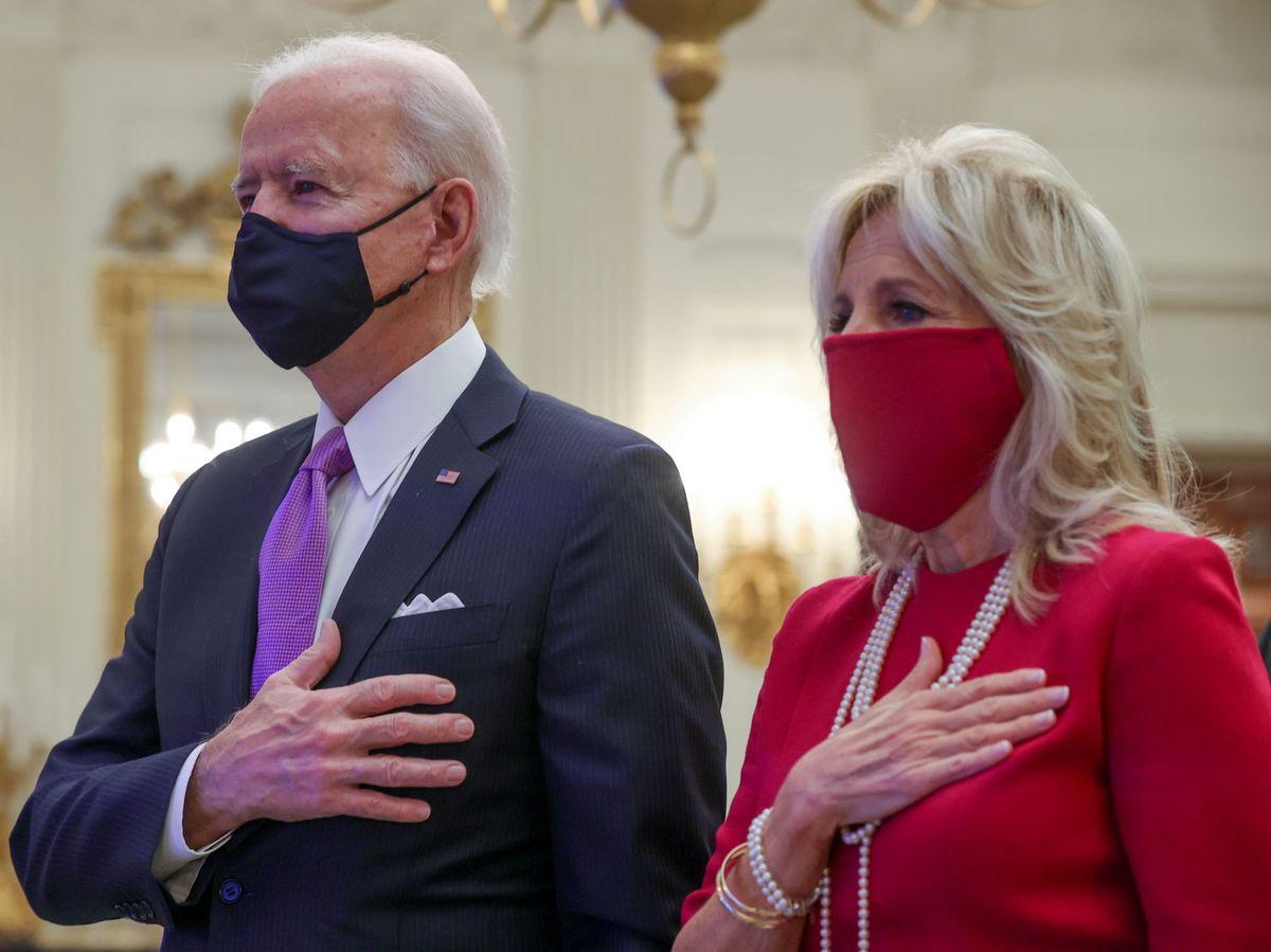 Foto: Joe Biden y su esposa Jill, en su primer acto tras la toma de posesión. (Reuters)