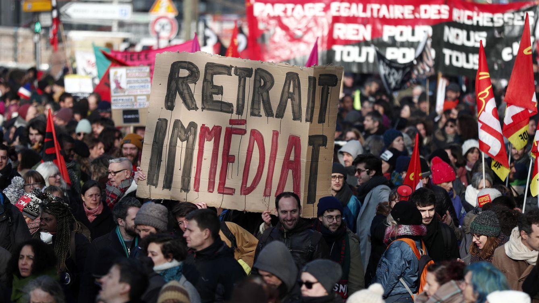 Macron reforma las pensiones en Francia pese a las constantes protestas en las calles