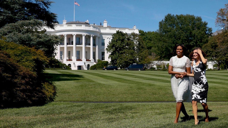 Foto: Doña Letizia y Michelle Obama visitando el huerto de la Casa Blanca (Reuters)