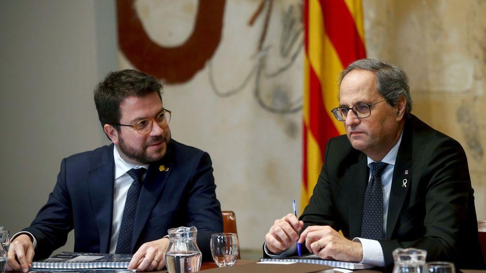 Foto: El presidente de la Generalitat, Quim Torra, junto a su vicepresidente, Pere Aragonès (i), durante la reunión del Govern. (EFE)