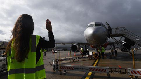 Obligan a una mujer a 'cubrirse' para poder subir al avión
