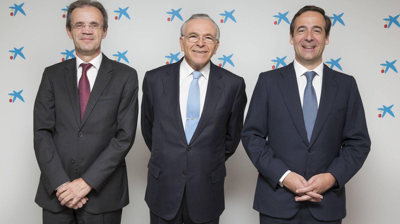 Jordi Gual, nuevo presidente de CaixaBank, Isidre Fainé y Gonzalo Gortázar. (CaixaBank)