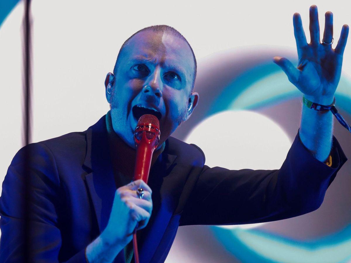 Foto: El cantante del grupo irlandés Two Door Cinema Club, Alex Trimble, durante su actuación en el festival DCODE (EFE/David Fernández)
