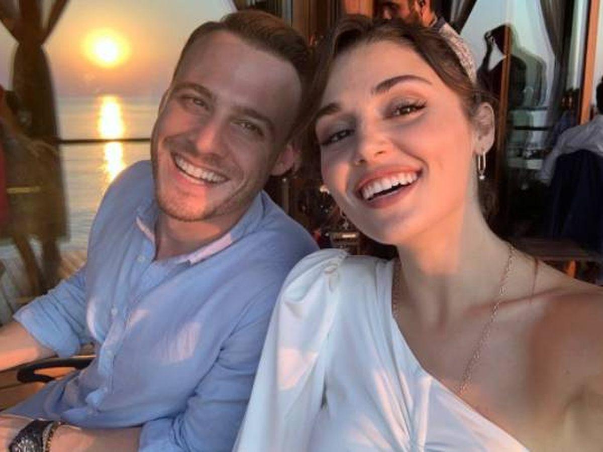 Foto:  Los actores Kerem Bürsin y Hande Erçel. (Instagram @handemiyy)