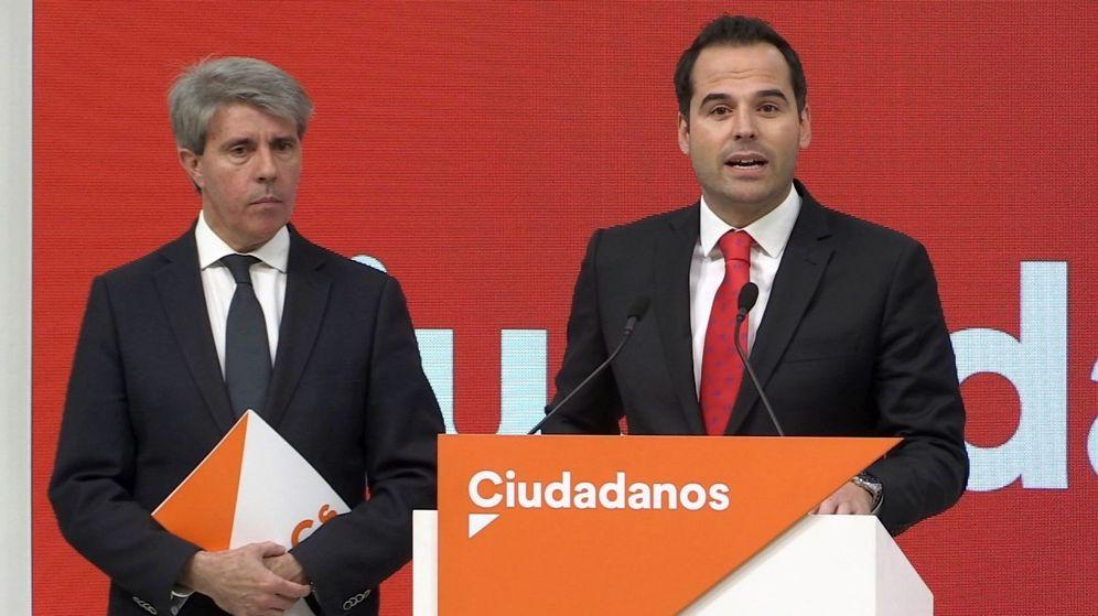 Foto: Ángel Garrido e Ignacio Aguado, en la rueda de prensa ofrecida en la sede. (EFE)