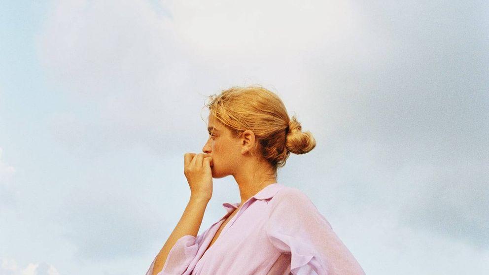 Locura en Zara: hazte con su vestido lila que derrocha estilo y estiliza por 20 euros