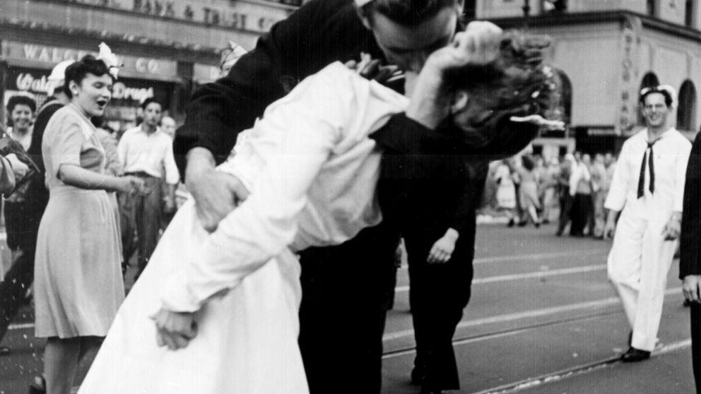 Muere el marino protagonista de la foto del beso en Times Square tras II Guerra Mundial