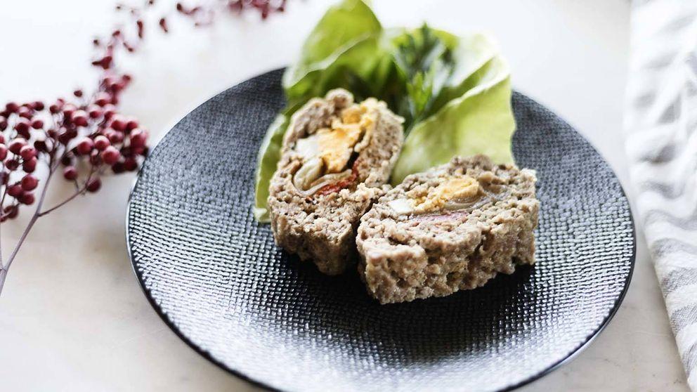 Receta de redondo de carne picada con huevo y piquillos: un rulo espectacular