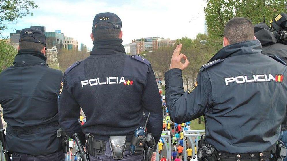 Foto: Tres policías nacionales en una fotografía de archivo
