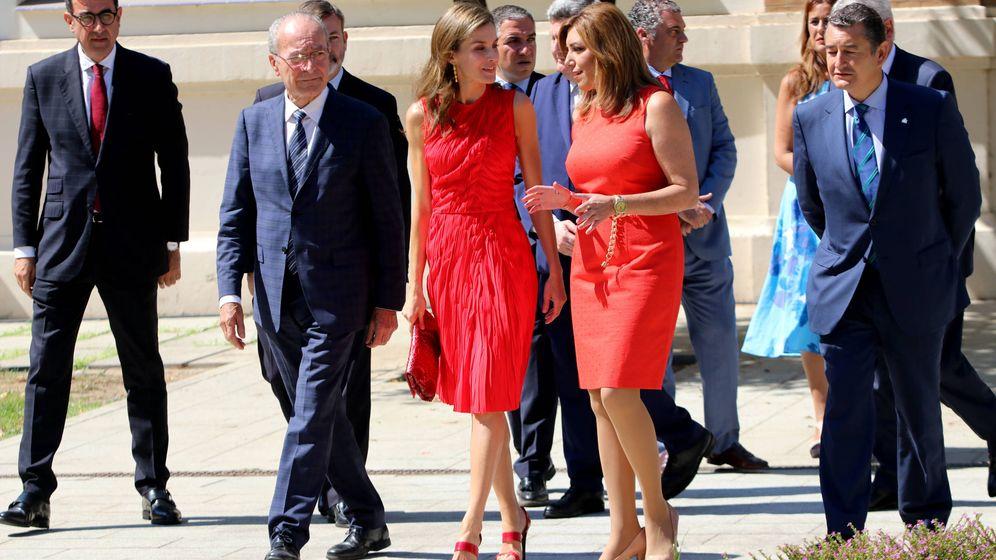 Foto: Susana Díaz, junto a la reina Letizia, el pasado 24 de julio en la reunión anual del Instituto Cervantes celebrada en Málaga. (EFE)
