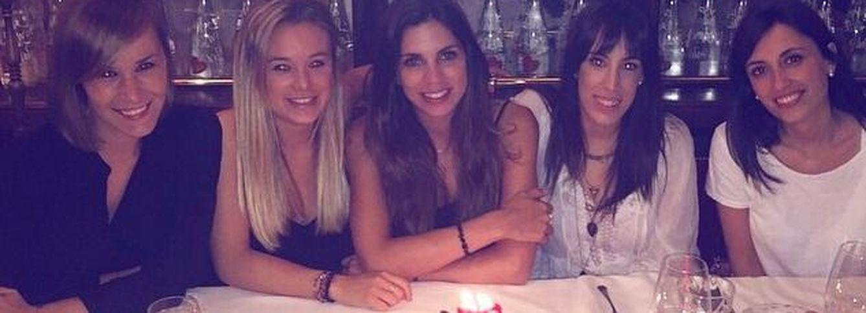 Foto: Melissa Jiménez junto a unas amigas (Instagram)