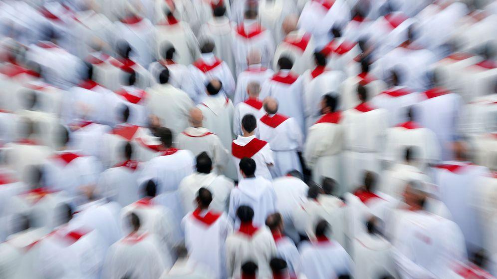 Foto: Un grupo de sacerdotes, en el Vaticano. (Reuters)
