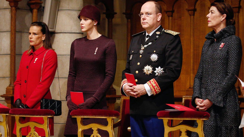 Foto: El príncipe Alberto junto a su esposa y su hermana (Gtres)