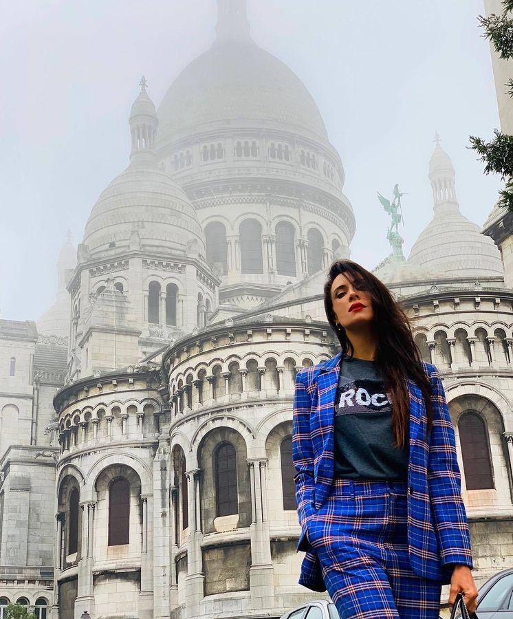 Foto: Pilar Rubio, impresionante con traje de chaqueta escocés en su último viaje a París. (Instagram)