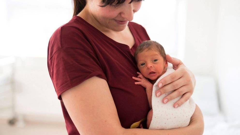 España tiene 2,5 millones de mujeres que no tienen más hijos por la precariedad