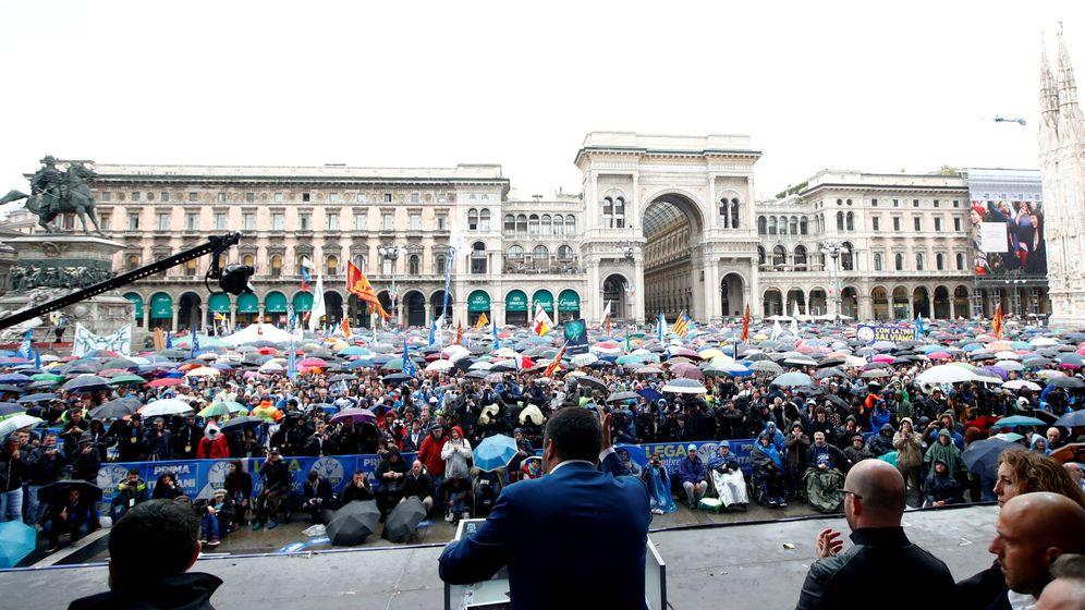Foto: El vicepresidente italiano, Matteo Salvini, en un mitin de partidos de extrema derecha en Milán. (Reuters)