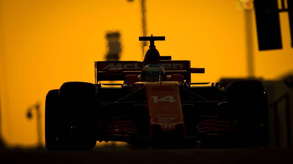Foto: Fernando Alonso en el circuito Yas Marina de Abu Dabi.