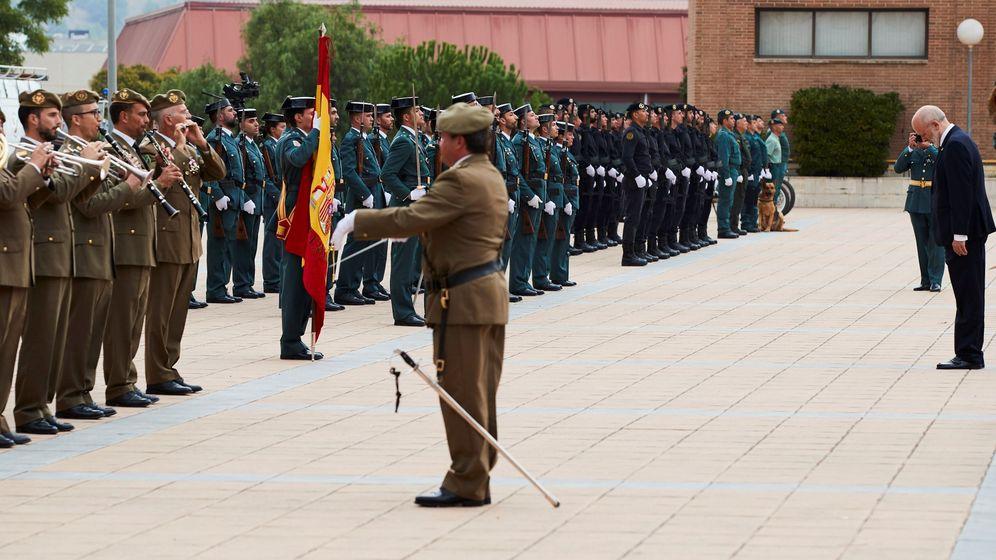 Foto: Los actos de celebración del día de la patrona del cuerpo en la comandancia de Sant Andreu de la Barca (Barcelona). (EFE)