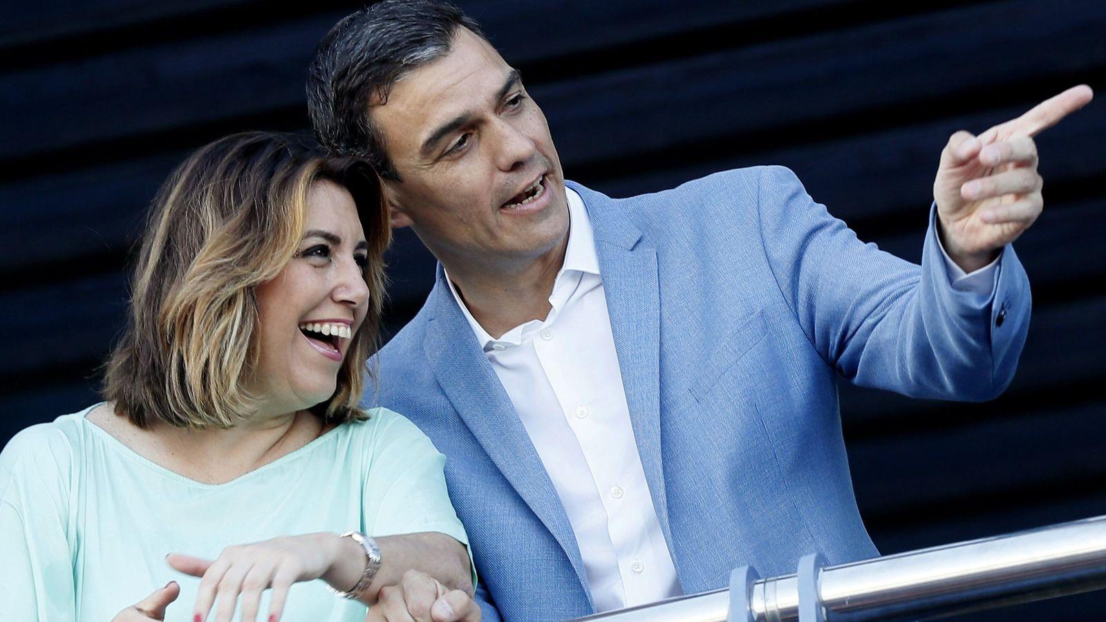 Foto: Pedro Sánchez, junto a la secretaria general del PSOE andaluz, Susana Díaz, el pasado 22 de mayo en Sevilla. (EFE)