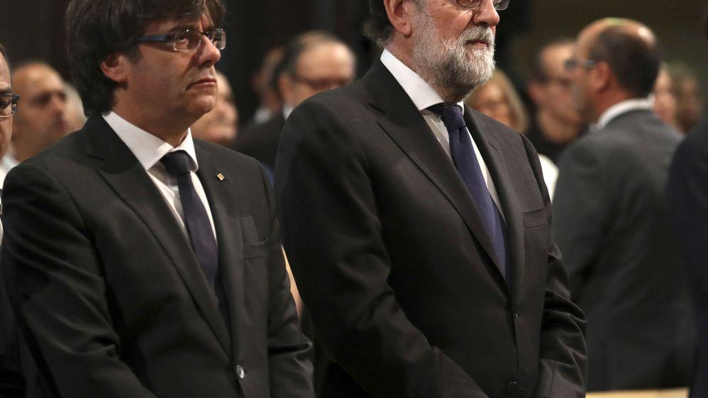 Foto: Carles Puigdemont junto al presidente del Gobierno, Mariano Rajoy. (Reuters)