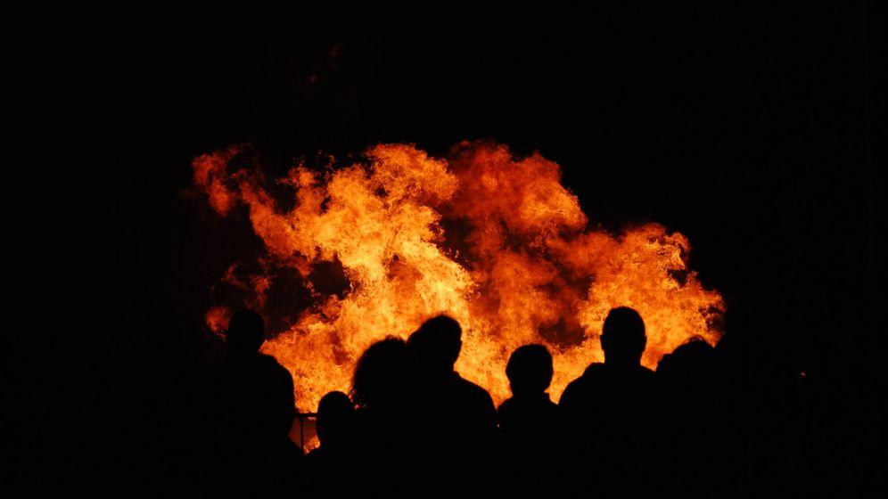 Foto: En la Noche de San Juan de este año será difícil ver imágenes de grandes hogueras. (iStock)
