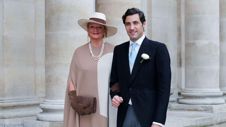 Jean-Christophe Napoleón, con su madre Beatrice el día de su boda. (Reuters)