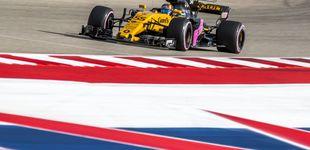 Post de Carlos Sainz le saca una amplia sonrisa a Alain Prost en su debut con Renault