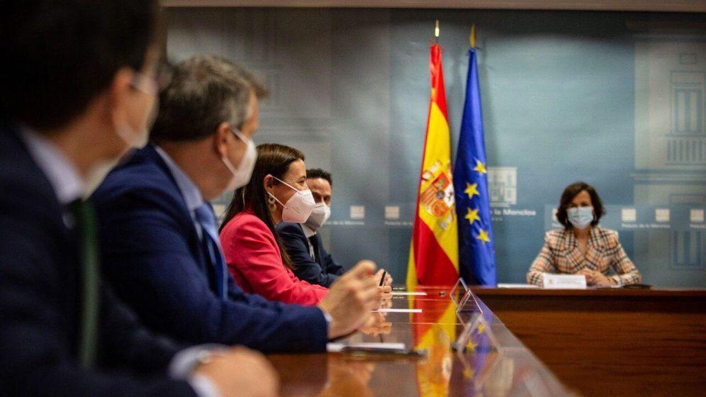 Foto: La vicepresidenta primera, Carmen Calvo, junto a los dirigentes de Ciudadanos, el pasado 12 de junio en la Moncloa. (Pedro Ruiz)
