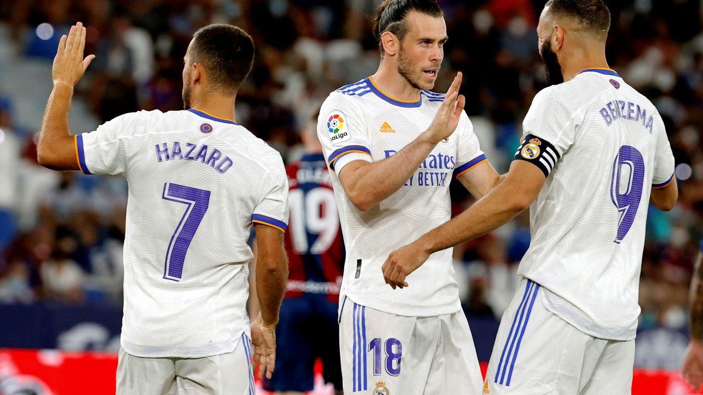 Bale celebra un gol con Benzema y Hazard. (Efe)