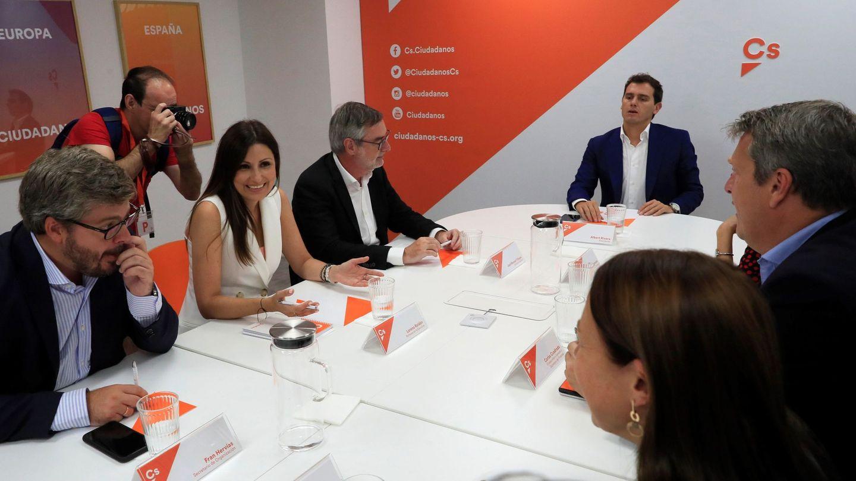 Rivera reúne a su nuevo comité ejecutivo permanente en el nuevo curso político. (EFE)