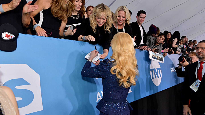 El rizo natural de Nicole Kidman suele aparecer también en la parte posterior de su melena. (Getty)