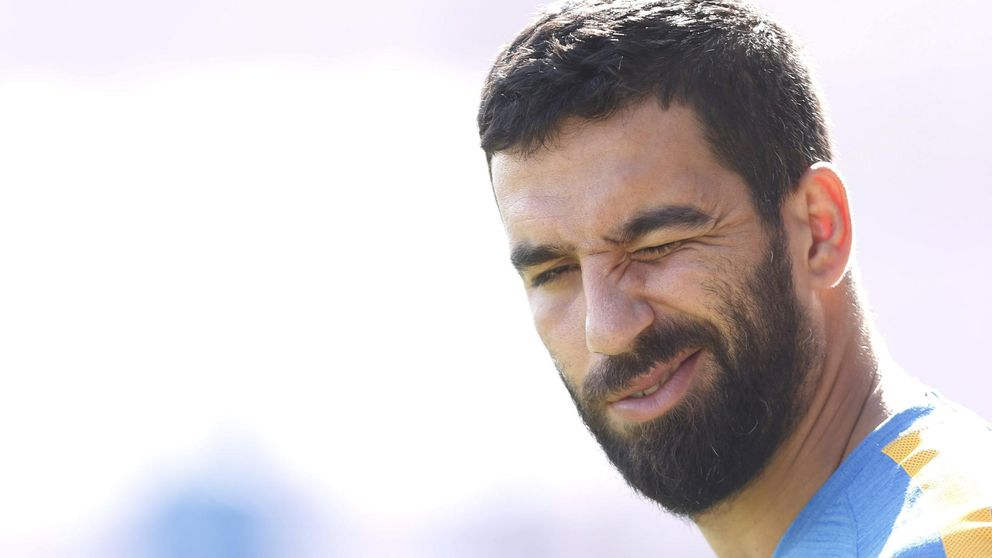 La FIFA no permite al Barça inscribir a Arda Turan por la lesión de Rafinha