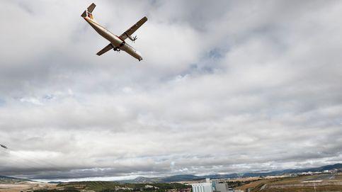 Pamplona recibe el primer vuelo de línea regular