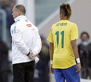 """Menezes sobre Neymar: """"Tiene que aprender a pasar a los compañeros"""""""