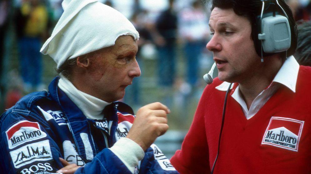 Foto: Niki Lauda charlando con John Barnard.