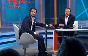 Carlos Felipe de Suecia defiende a su novia en un plató de televisión