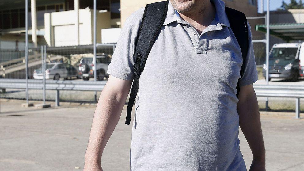 Móvil gratis, chófer, viajes, más de 10.000 € al mes... El chollo de ser hijo de Villar