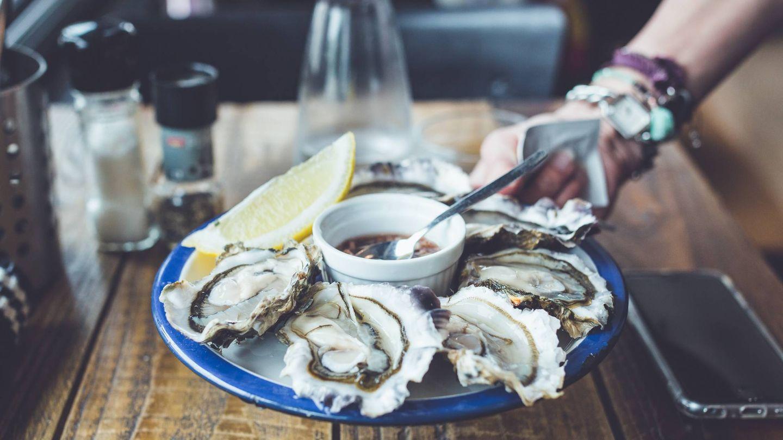 Imagen de archivo de un plato de ostras.