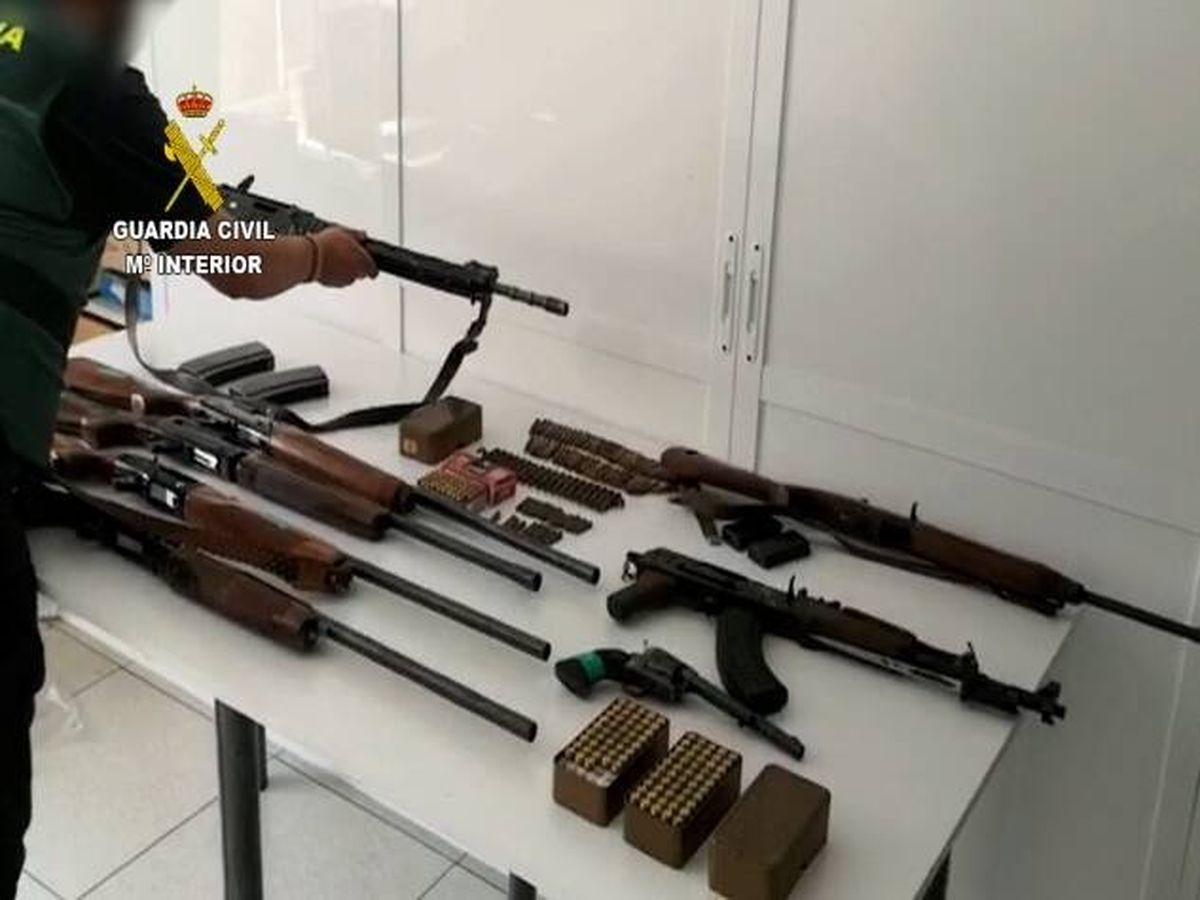 Foto: Armas incautadas durante la investigación. (Guardia Civil)